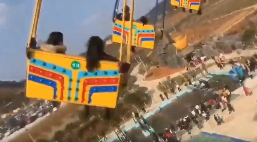 Падение карусели с людьми в Китае попало на видео. Его снял один из упавших