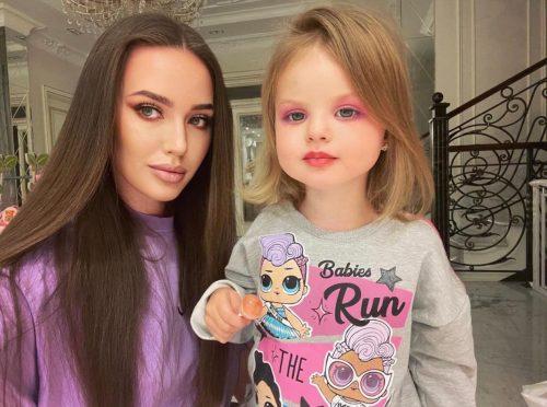 «Будто пластиковые куклы»: Костенко осудили за фото дочерей в париках