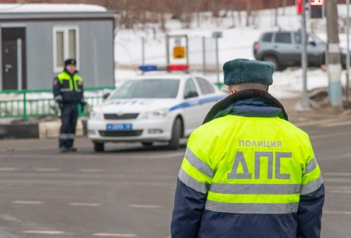 Автомобилистам в помощь: что делать, если вы разбили машину в дорожной яме или из-за нее попали в ДТП