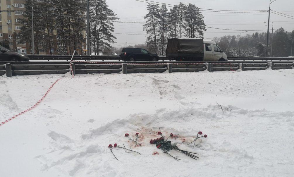 В Воронеже учительнице перерезали горло на автобусной остановке