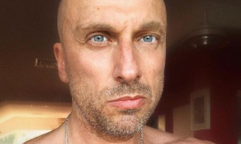 Дмитрий Нагиев заинтриговал поклонников снимком с полуголой блондинкой