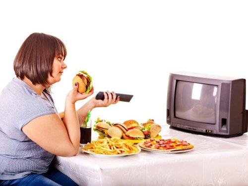 И даже торт: диетолог рассказала, какие продукты можно есть на ночь и не толстеть