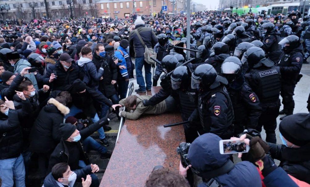 «Любовь сильнее страха»: Волков из-за границы призвал сторонников Навального выйти на акцию 14 февраля