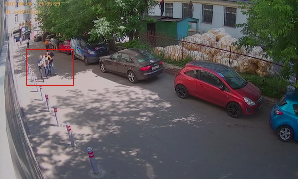 В Сети появилось видео, как полицейские подбросили наркотики журналисту Голунову