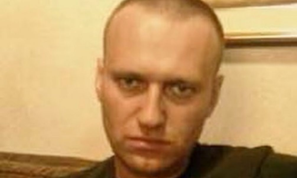 «Как всегда, берет на понт»: Навальный объявил голодовку в колонии, требуя врача