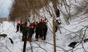 Лавина накрыла семью из трех человек прямо в камчатском городе. Мужчина погиб