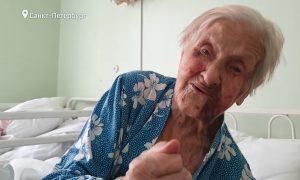 Сиделку, спьяну избившую 98-летнюю блокадницу, арестовали за покушение на убийство
