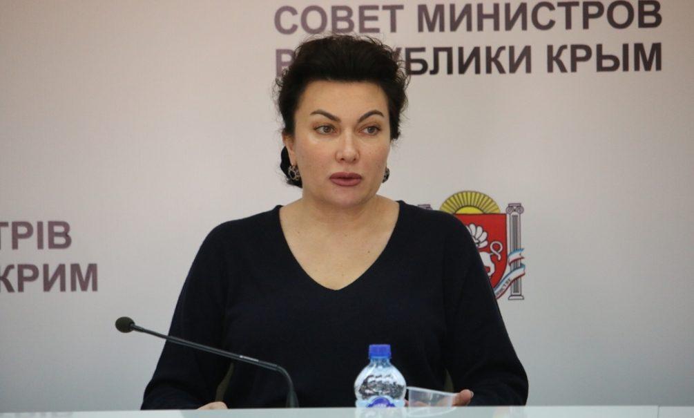 «Поставили как обезьяне»: министр культуры Крыма в прямом эфире обматерила микрофон