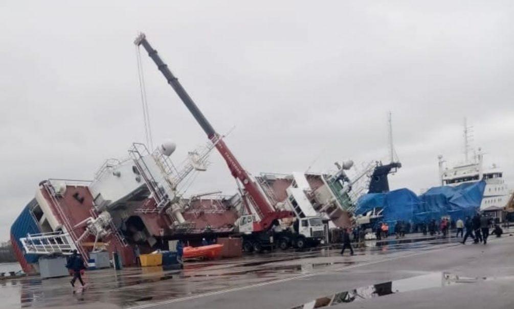 Проклятый борт: траулер «Скорпион» рухнул на причал в Ленобласти, пропали двое рабочих