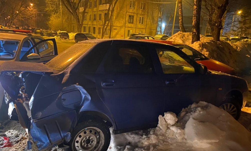 «Накидался и ушатал три машины»: в Казани пьяный батюшка снес три соседских авто и просит его простить