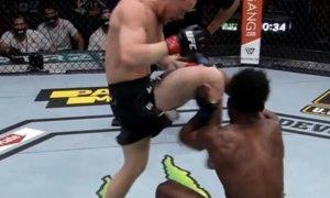Российского бойца UFC дисквалифицировали за удар в голову. Но многих возмутило решение судей