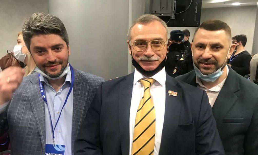На форуме оппозиции задержан экс-кандидат в мэры Москвы. Вместе с ним - Илья Яшин, Евгений Ройзман и Владимир Кара-Мурза