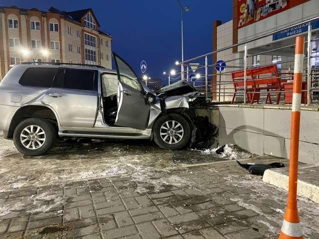 Трое в морге, один в реанимации: в Новгороде пьяный на джипе устроил гонки с полицией