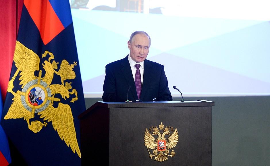 Путин призвал полицию жестко реагировать на «хорьковые цели» по отношению к детям