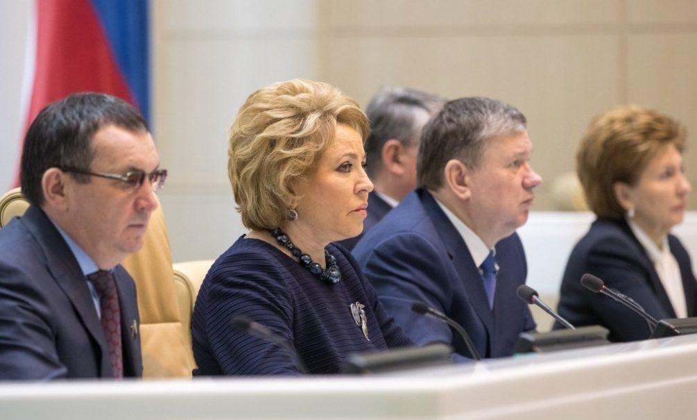 Штрафовать могут каждого: Совет федерации санкционировал наказание россиян за политические взгляды