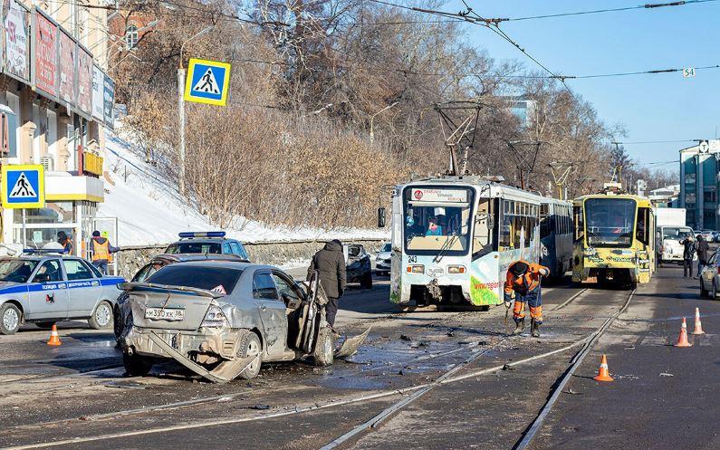 «Начал тормозить, а тормозов нет»: По Иркутску промчался «трамвай смерти»