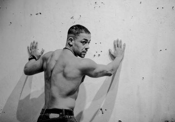 Актер из «Универа» напал с ножом на военного автоинспектора