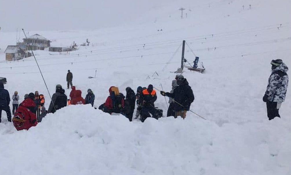 В Мурманской области под лавиной оказалась группа туристов погибла девочка