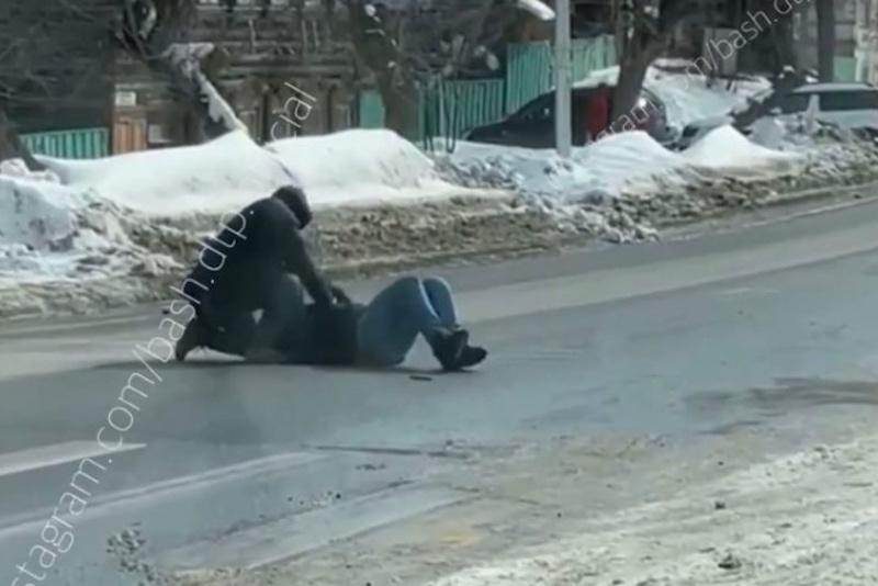 В центре Уфы предприниматель зверски расправился с юристом и оставил умирать на дороге