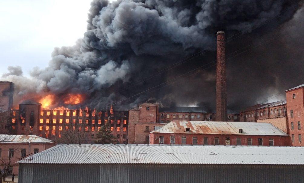 Нарушения не устранялись годами: в Петербурге сгорела «Невская мануфактура», погибли люди
