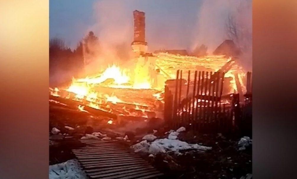 Четверо детей заживо сгорели в доме под Пермью, пока мать ездила «по делам»