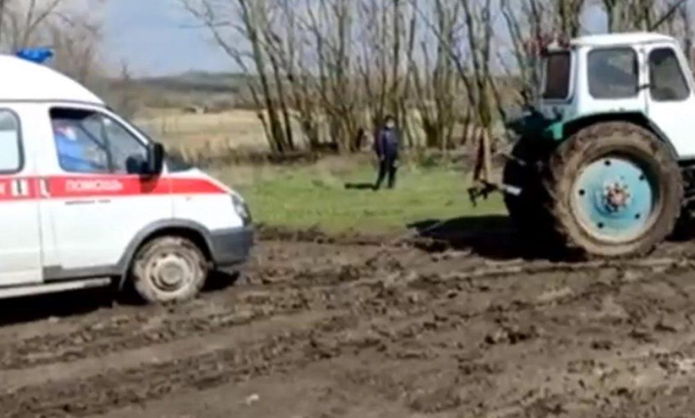 В Ростовской области скорая помощь не успела к тяжело больному пациенту из-за плохой дороги
