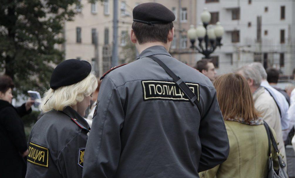 Ряженый полицейский спас своего задержанного друга из отделения в Каменске-Шахтинском