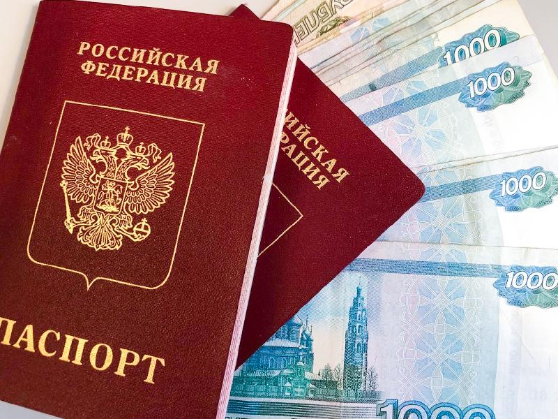 Стало известно, сколько денег потратят россияне на майские праздники