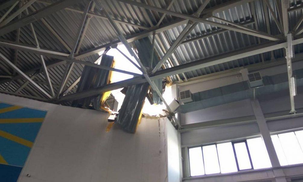 Крыша спорткомплекса рухнула во время детских соревнований в Кирове