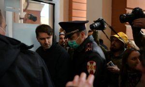 «На помойку пойду»: жители Екатеринбурга штурмуют офис банка «Нейва», у которого ЦБ РФ с утра отозвал лицензию