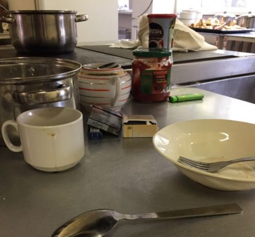 Общественный активист увидел гниль и грязь школьной кухни