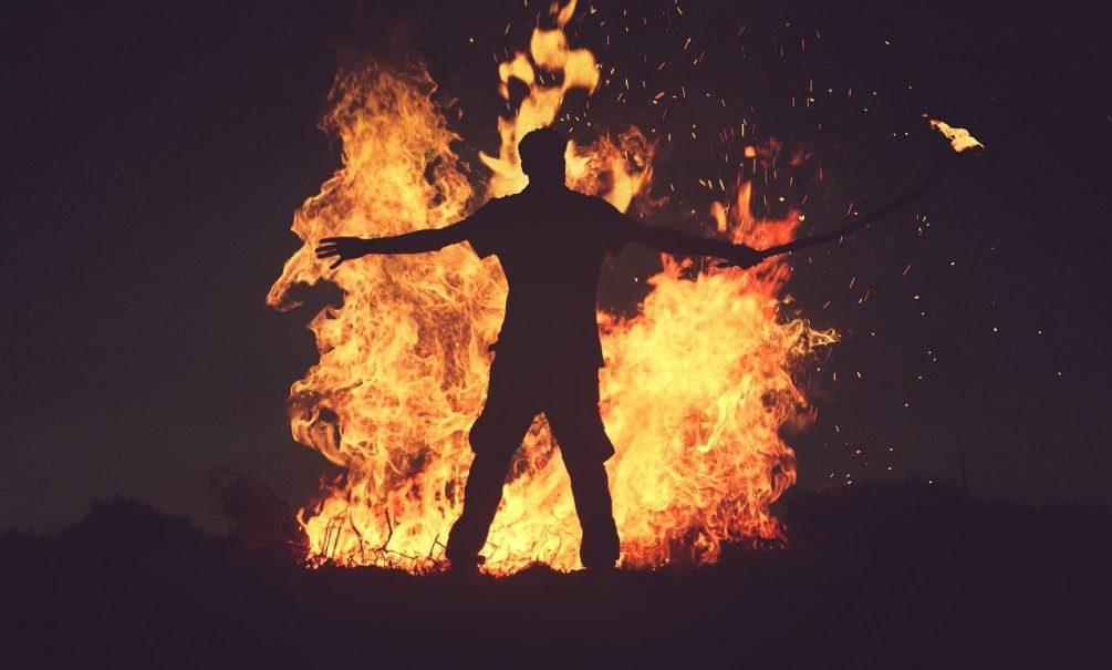 Так вышло: под Новосибирском мужчина случайно спалил 63 дачи и задолжал 30 млн рублей
