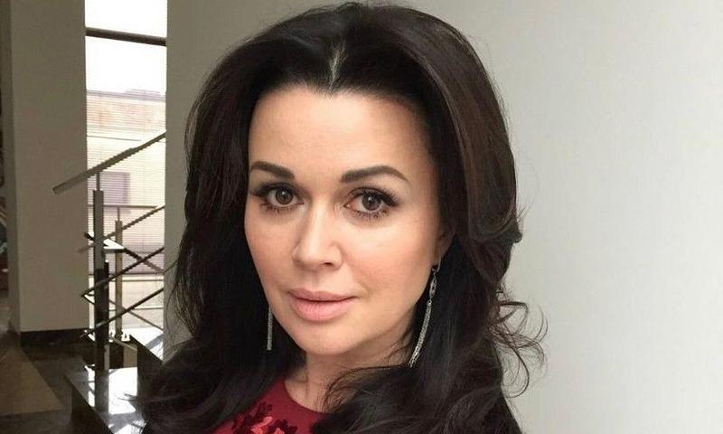 «Не даёт согласия на уход и преодолевает одно за другим»: друзья Анастасии Заворотнюк о её состоянии