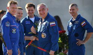 Российские космонавты будут получать зарплату в полмиллиона