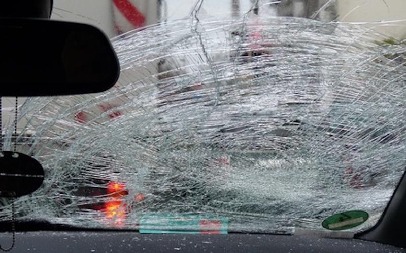 """""""Влад, не гони!"""": водитель на огромной скорости сбил дорожных рабочих и скрылся. Его выдала невеста"""