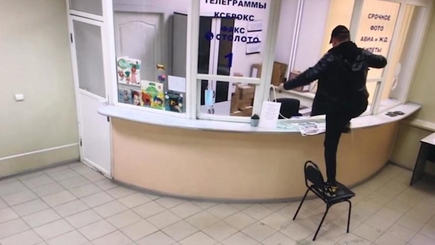 «Задолбали вы со своим коронавирусом»: житель Подмосковья разгромил почтовое отделение
