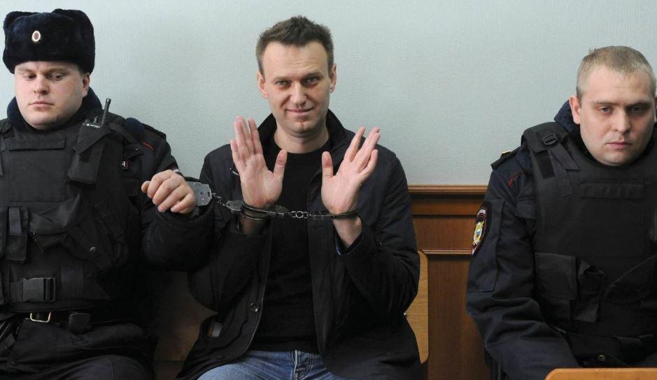 """""""Отыгрывает статус вора"""": СМИ опубликовали видео с Навальным из колонии во Владимире"""