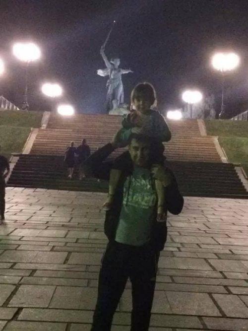 Отец защищал дочерей от пьяного нудиста и попал «под уголовку» в Свердловской области
