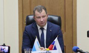 Мэр Серова запретил чиновникам носить длинные волосы и критиковать себя