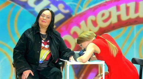 Лариса Гузеева сделала первую в жизни татуировку в эфире «Давай поженимся!»