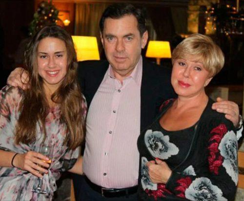 «Хочет отобрать дом за 100 млн и две квартиры!»: муж-альфонс Успенской объявил войну певице