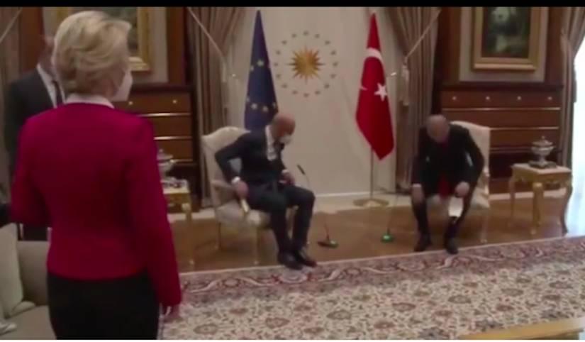 Глава Еврокомиссии Урсула фон дер Лейнен потеряла дарчи, когда мужчины в Турции оставили ее без стула