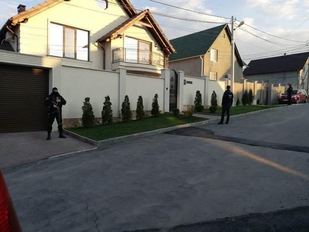 Граната, осада, переговоры, спецназ – и это не кино: обиженный сотрудник отомстил своему работодателю в Кишиневе