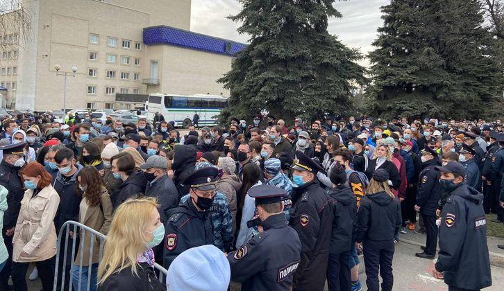 «Хочется чувствовать какое-то типа что-то»: сторонники Навального объяснили, зачем ходят на акции