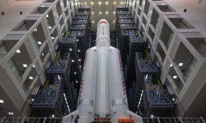 В соцсетях пугают бесконтрольно падающей на Землю китайской ракетой. Рассказываем, есть ли угроза людям