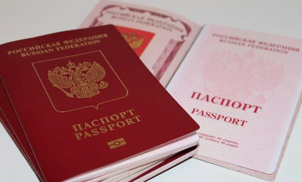 Родина ждет: россиян напугали новыми правилами выдачи «заграна»