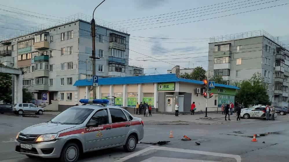 Аж отлетел с дороги: авто Росгвардии, летя на красный, сбило двух мальчиков с самокатом в Брянской области