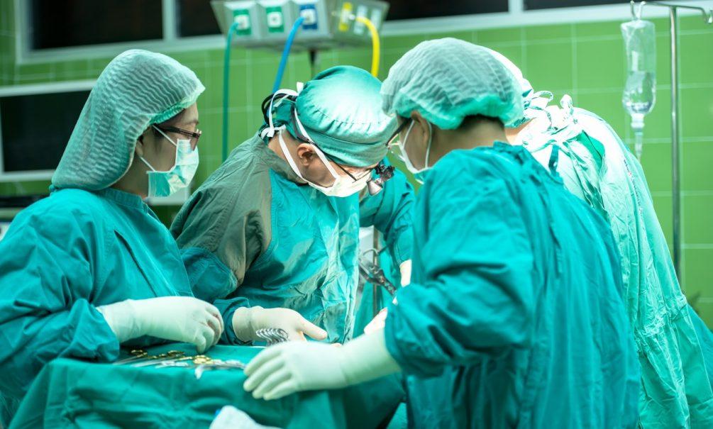 «Два часа провела в аду»: жительница Барнаула очнулась под ножом хирурга и терпела боль до конца операции