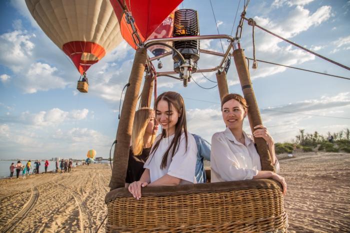 Пожениться в небе на воздушном шаре – в Анапе начался первый в истории фестиваль «А.море фест»