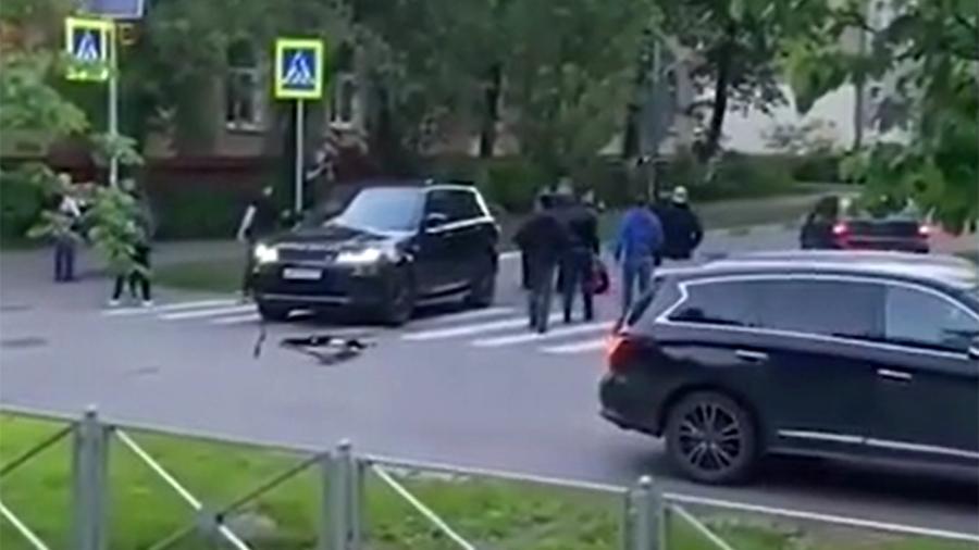 В Подмосковье водитель открыл стрельбу по пешеходам после того, как сам чуть не сбил их на зебре
